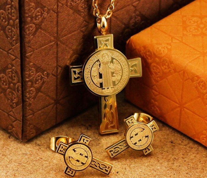 4fbfdb66788 La Medalla Amuleto De San Benito De Gran PODER  OFERTA  2019